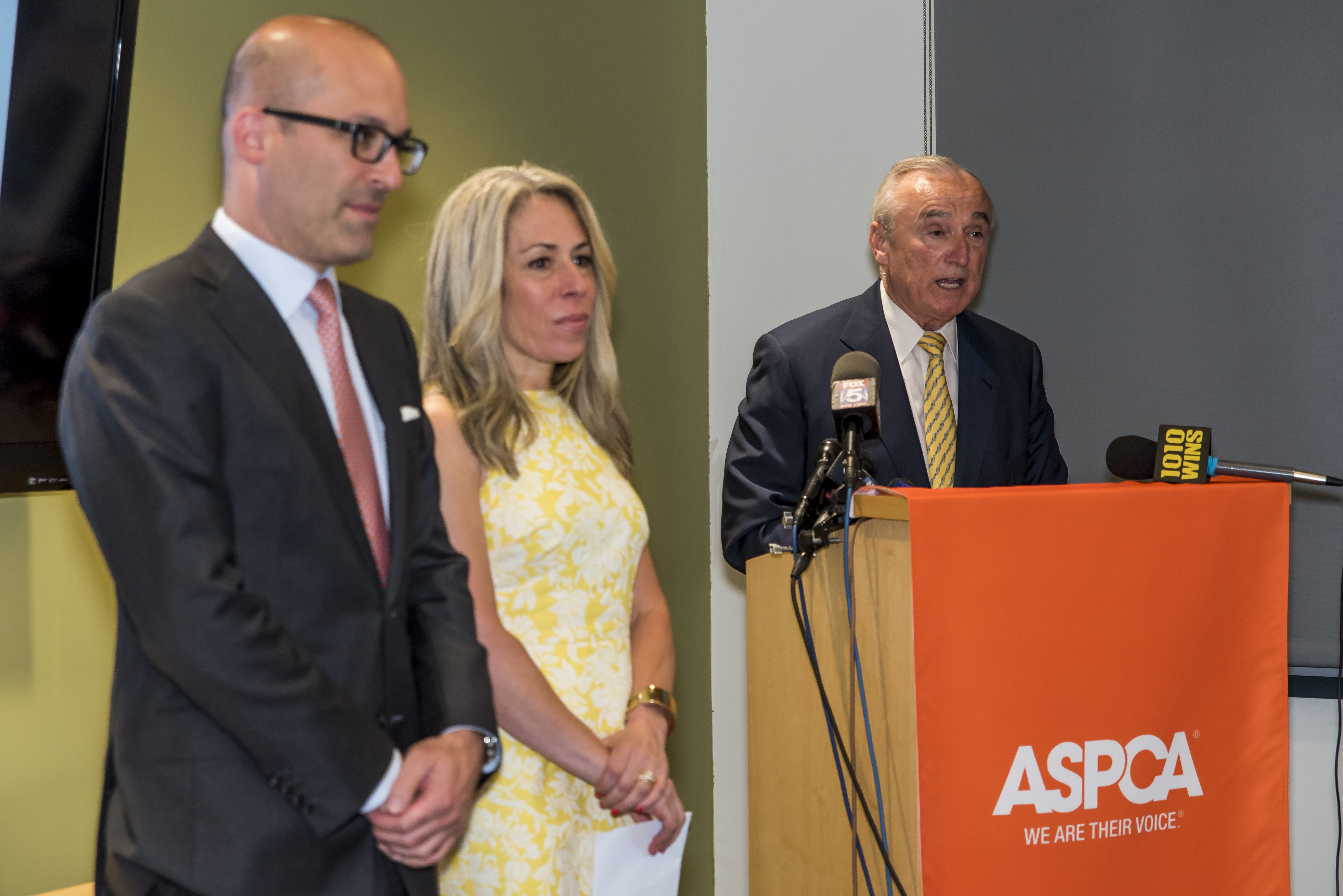 (l-r) Matt Bershadker, President & CEO, ASPCA; Susan L. Birnbaum, President & CEO, NYC Police Foundation; and William J. Bratton, Commissioner, NYPD.