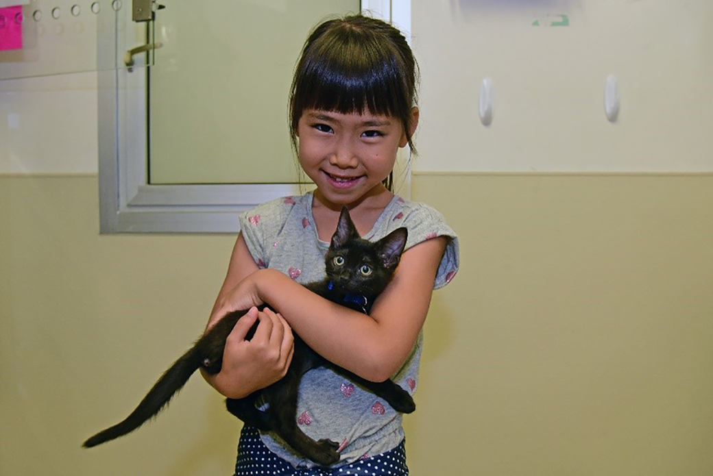 Anjyu Fujita with her kitten Luna